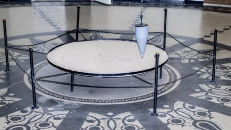 Atracție neştiută la Universitatea din Oradea: cel mai vechi pendul din ţară, care demonstrează cum se învârte Pământul