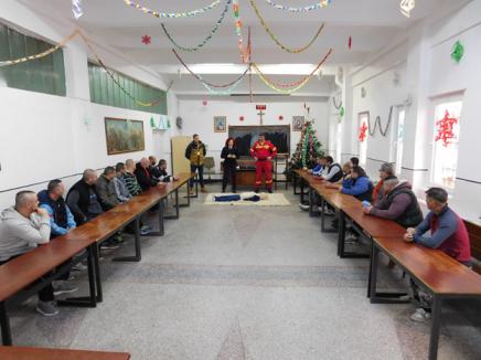 Deţinuţi şi angajaţi ai Penitenciarului Oradea au luat lecţii de prim-ajutor