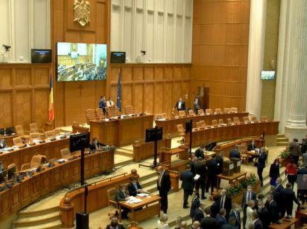 Pensiile speciale ale parlamentarilor, eliminate. Deputaţii şi senatorii UDMR nu au votat (VIDEO)