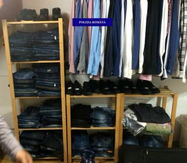 Percheziţii în Oradea şi Paleu. Sute de haine şi încălțăminte de lux au fost confiscate! (FOTO)