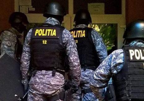 Hoţii care au spart 11 case în construcţie în Sântandrei, căutaţi în Caraş-Severin. Poliţiştii din Oradea au descins în percheziţii (VIDEO)