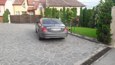Percheziţii ample în cartierul VIP-urilor din Oradea. În vizor: celebrul Victoraş Micula (FOTO / VIDEO)