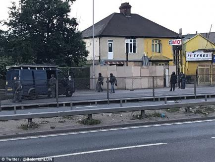 Atacul din Londra: Percheziţii în apartamentul unor români