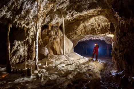 Chemare în adâncuri: Zece peşteri din Bihor, accesibile până acum doar speologilor profesionişti, au fost deschise pentru turişti (FOTO)
