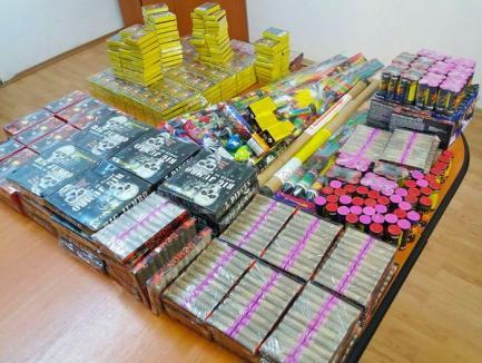 Jandarmii au confiscat peste 23.000 de petarde de la un bărbat care voia să le vândă într-o piaţă din Oradea