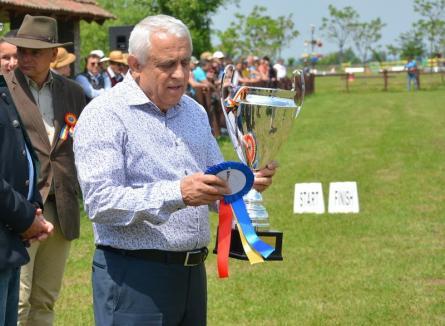 Micul Ceauşescu: Fermieri, funcționari, elevi și profesori din Bihor, convocați la un miting pentru ministrul Daea