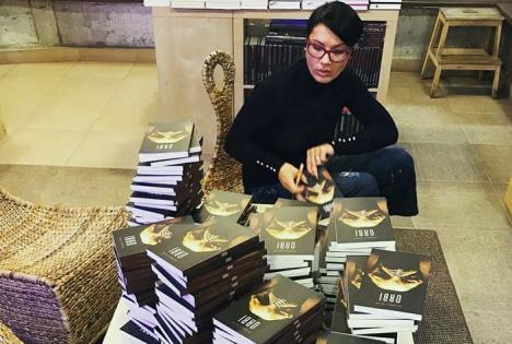 Cea mai vândută scriitoare de Black Friday, Petronela Rotar, va lansa cartea 'Orbi' la Oradea
