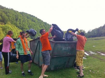 Tinerii pedelişti au salubrizat Valea Sighiştelului