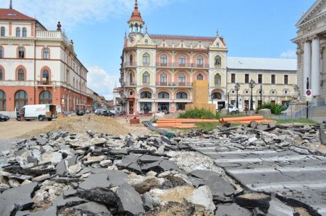 Strada Madach Imre din centrul Oradiei a fost închisă şi spartă. Va fi pietonală (FOTO)