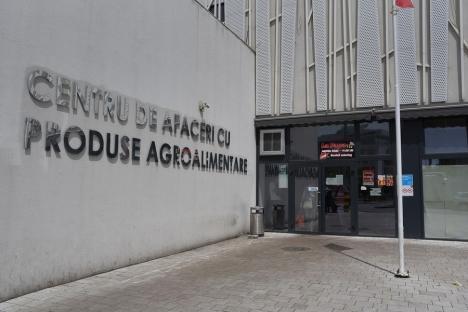 ADP Oradea: Licitaţie publică pentru închirierea unor spaţii comerciale din Piaţa Rogerius