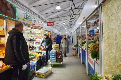 În pieţele din Oradea a apărut frica de coronavirus. Comercianţii se gândesc să lase tarabele goale (FOTO)