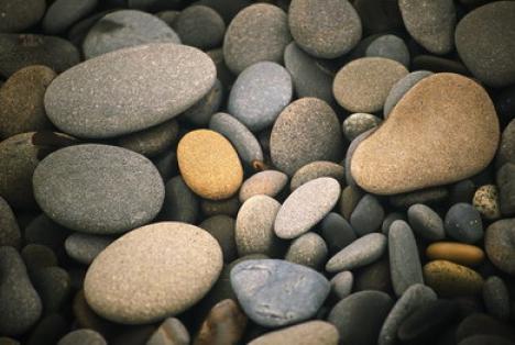 De 45 de ani, mănâncă pietre