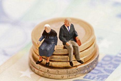 Românii nu mai sunt obligați să cotizeze la Pilonul II de pensii