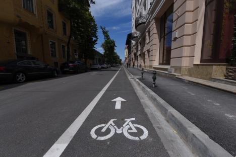 Aproape un kilometru de pistă pentru biciclete a fost dat în folosință pe strada Mihai Eminescu (FOTO)
