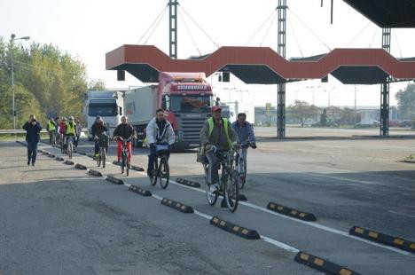 Întâlnire în vama Artand. Peste 100 de biciclişti din România şi Ungaria au inaugurat pista de biciclete Oradea – Berettyoujfalu (FOTO)