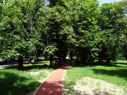 8 luni întârziere! Pista pentru alergare din parcul Brătianu a fost, în sfârşit, finalizată (FOTO)