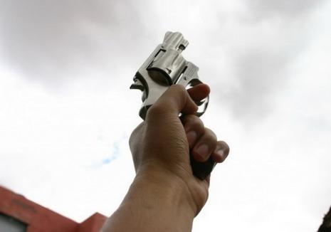 Deţinutul evadat din Penitenciarul Oradea a fost prins cu focuri de armă