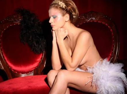 Scandal în PSD: o membră a pozat în Playboy, iar Ponta o trimite la PDL