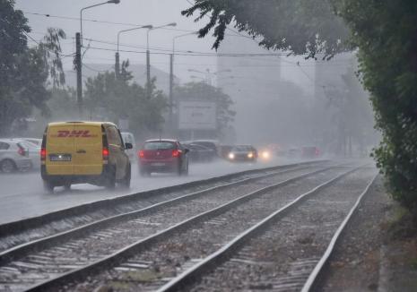 Vremea rămâne instabilă. Din nou cod portocaliu în Bihor