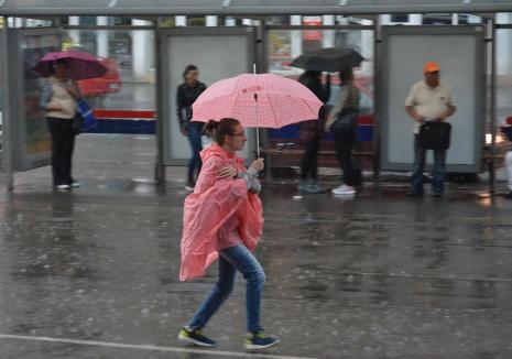 Cod galben de vreme instabilă în Bihor: Se anunţă furtuni până la finalul săptămânii