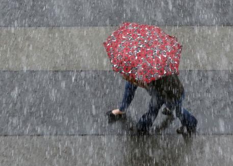 COD GALBEN de ploi, descărcări electrice şi intensificări ale vântului în mai multe zone din Bihor