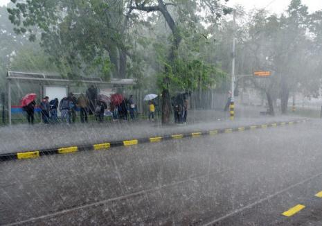 Alertă meteo de furtuni în aproape toată ţara, începând de marţi după amiază!