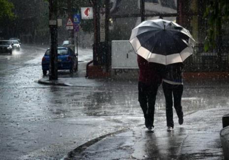 Codul galben de vreme rea anulează concertele de duminică seară din Cetatea Oradea