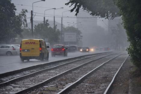 Cod portocaliu de ploi în Bihor: Vreme rea până vineri!