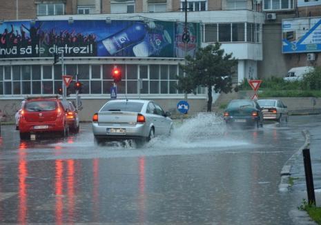 Alertă de ploi şi intensificări ale vântului în judeţul Bihor