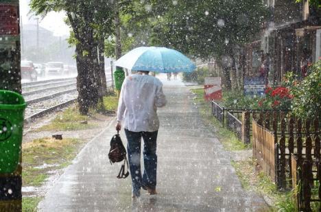 Avertizare meteo: Ploi, vânt puternic şi descărcări electrice în toată ţara