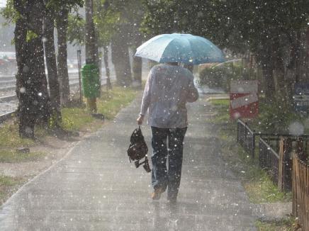 Vin ploile! Cod galben de ploi inclusiv în Bihor