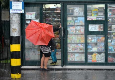 Vreme extremă în Bihor: Cod galben de ploi, instabilitate atmosferică şi răcire accentuată