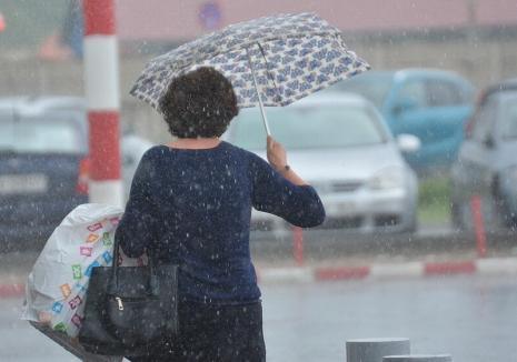 Informare meteo pentru judeţul Bihor: ploi însemnate cantitativ, ninsori la munte, intensificări ale vântului