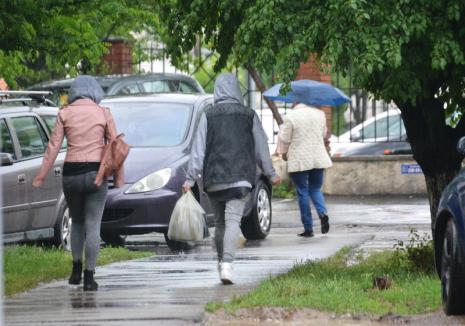 Noi furtuni în Bihor: Cod galben în mai multe localități