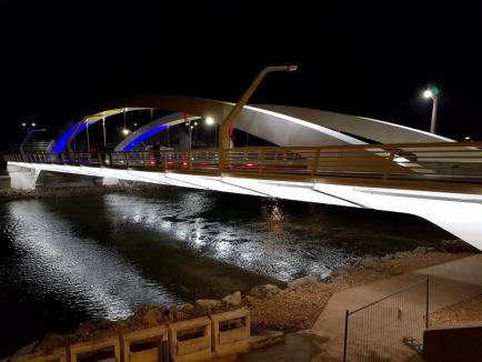 Bolojan a deschis fără panglică Podul Centenarului pentru pietoni. Vezi cum arată! (FOTO / VIDEO)