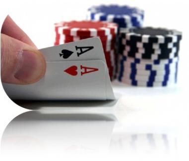 Şefii poliţiei din Bistriţa, prinşi în timp ce jucau poker la serviciu