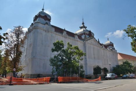 Noua conducere a Consiliului Judeţean vrea să rezilieze contractul pentru reabilitarea fostei Policlinici Mari din Oradea. Vezi de ce!(VIDEO)