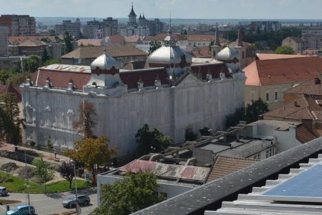 Constructorii care reabilitau fosta Policlinică Mare din Oradea, convinşi să renunţe la contract. Află de ce!