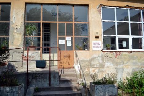 Termen 31 decembrie. Policlinica cu plată va fi evacuată de Primăria Oradea din cauza stării avansate de degradare a clădirii (FOTO)