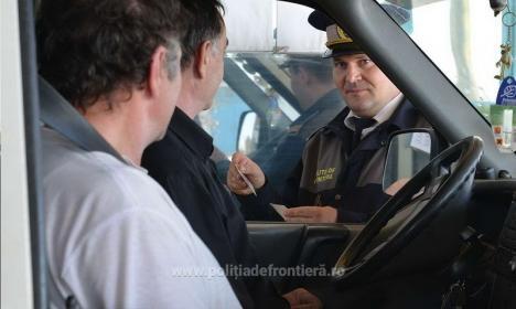 Cum a încercat un bărbat să-i păcălească pe poliţiştii de frontieră din Salonta cu acte cumpărate cu 500 de euro
