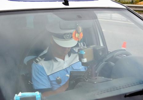 Șofer de BMW, prins cu 157 km pe oră, pe DN 79