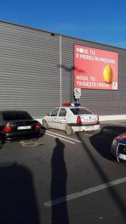 Se poate! Poliţist amendat de propriii colegi pentru că a parcat pe loc pentru persoane cu handicap