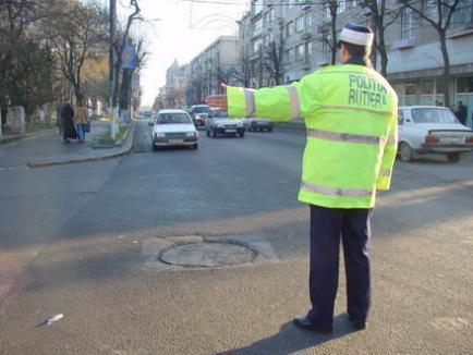 Poliţia Română trage pe dreapta toate maşinile cu numere străine, ca să-şi facă bază de date