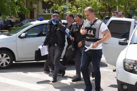 Procurorii cer arestarea preventivă a celor doi poliţişti de frontieră din Bihor reţinuţi pentru corupţie