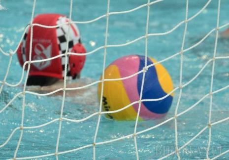 Înfrângeri pentru tinerii poloiști de la Crișul, în duelurile de acasă cu Corona Sportul Studențesc