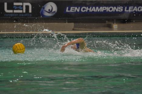 Polo: CSM Oradea a învins CN Barcelona şi s-a calificat în play-off-ul Ligii Campionilor Europeni!