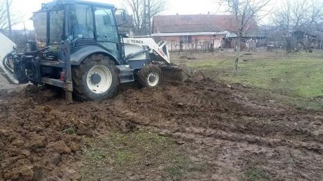 Scandal la Suplac: O poluare făcută de OMV Petrom pe terenul unei familii şi raportată cu întârziere dă bătăi de cap autorităților