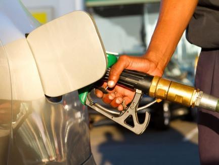 Se scumpeşte benzina! Acciza la combustibil creşte cu 0,32 lei pe litru