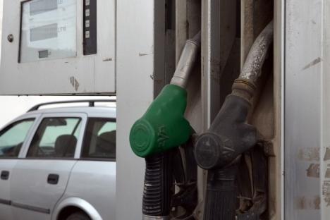 Cresc accizele la combustibili! Un litru de benzină sau motorină s-ar putea scumpi cu 0,45 lei