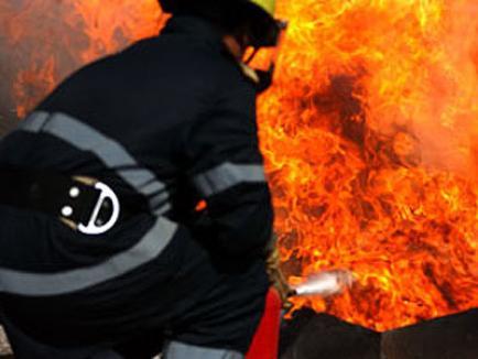 Două TIR-uri au luat foc, în gară la Şuncuiuş